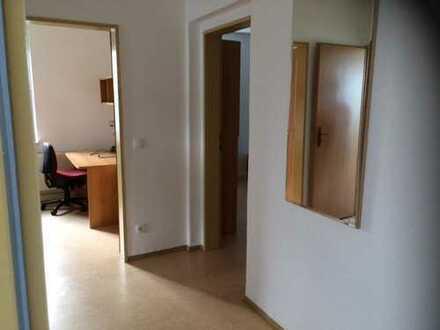 WG-Zimmer gegenüber der BA inklusive Pkw-Stellplatz ?