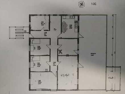 15 m² Zimmer in einer großen 248 m² Fünfer WG, Inklusive Wintergarten, Balkon, Essküche, Bad und Was