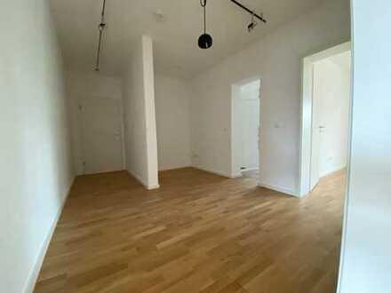 Lichtdurchflutete, ruhige 2,5-Zimmer-Wohnung mit 2 Balkonen und Einbauküche in München-Laim