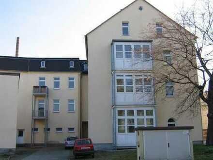 Große 1-Raum-Wohnung im 1. OG mit Balkon