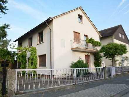 Gepflegtes Zweifamilienhaus mit eigenem Garten in zentrumsnaher Lage von Haßloch