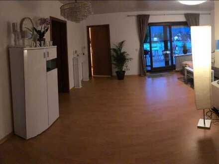 Modernisierte 3-Zimmer-Dachgeschosswohnung mit Dachterasse und EBK in Böbingen an der Rems