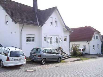 SCHÖNE LICHTDURCHFLUTETE HAUSHÄLFTE in Bell (Kreis Mayen-Koblenz)