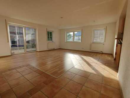 Moderne 5,5 Zimmer Whg. mit EBK und Terrasse in Rupertshofen, 7 Min. von BC