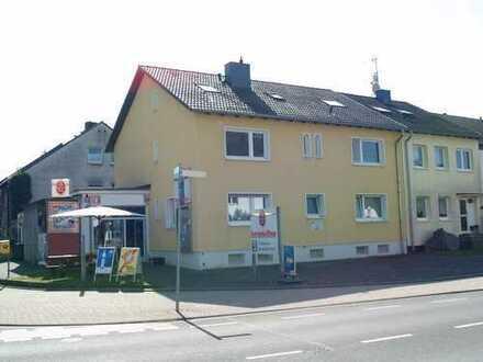 Modernisiertes/saniertes Mehrfamilienhaus mit etabliertem Getränkemarkt im Zentrum von Rath