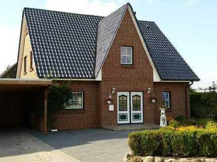ruhig gelegenes Einfamilienhaus mit schönem geschütztem Garten, großer Terrasse und Sauna
