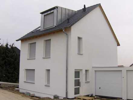 Familienfreundliches Einfamilienhaus mit Garage und Stellplatz in Walddorfhäslach