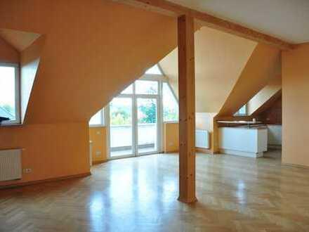 Großräumige Dachgeschosswohnung in ruhiger, grüner Lage