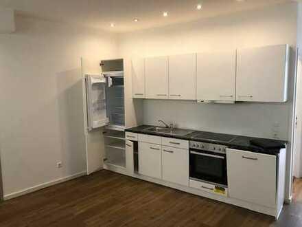 Kernsaniert !!!!, schöne, geräumige 2 Zimmerwohnung mit Einbauküche (Rollstuhl gerecht!)