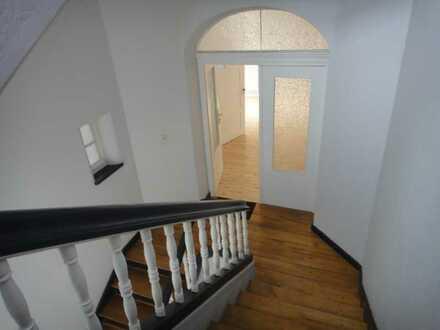 Lichtdurchflutete Wohnung mit fünf Zimmern und Balkon im Wormser Musikerviertel