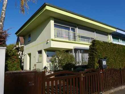 Schönes, geräumiges Haus mit vier Zimmern in Berlin, Lankwitz (Steglitz)