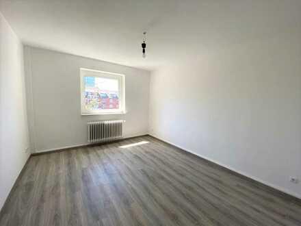 Erstbezug nach vollständiger Renovierung: charmante 4-Zimmer-Wohnung, auch als WG geeignet!