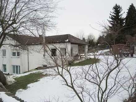 Im wunderschönen, ruhig gelegenen EFH m. XXL Garage u. großem Garten wohnen u. gleichzeitig arbeiten