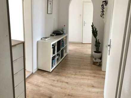 Großzügige, sanierte 3 ZKB Altbau-Wohnung in Neustadt