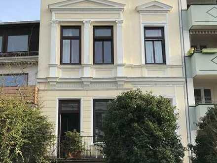 Charmante Dachgeschoss-Wohnung im Altbremer Haus mit Gartennutzung