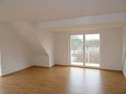schöne 3-Zimmer-Dachgeschosswohnung mit Terrasse und EBK am Vielitzsee