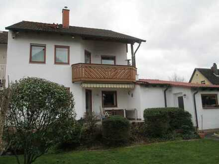 Wunderbar großzügige DHH mit Doppelgarage, schönem Garten, Sonnenterrasse und 2 Balkone ...