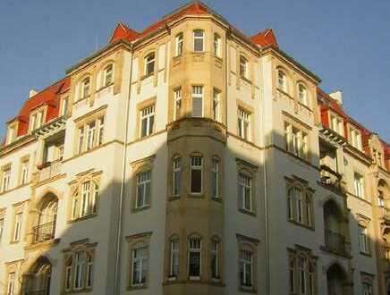 5-Raum-Wohnung mit 2 Balkonen im Regierungsviertel, elbnah in der Dresdner Neustadt