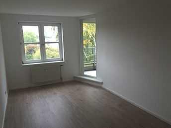 Bild_Neuwertige 2-Zimmer-DG-Wohnung mit Balkon und Einbauküche in Reinickendorf, Berlin