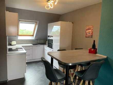 Vollmöbliert / Wunderschöne, helle 2 ZKB Maisonette-Wohnung mit Balkon und Luxus-Küche