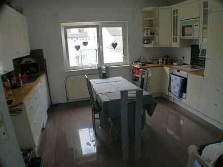 Mit großem Garten! Kleines Haus mit 82 m² + Einliegerwhg/Hobbyraum 30 m² Wi-Delkenheim € 360.000,-