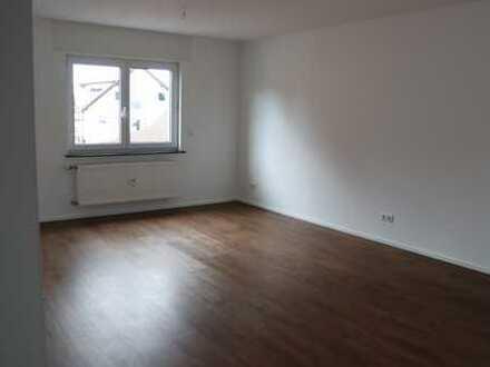 Neuwertige Wohnung mit zwei Zimmern sowie Balkon und EBK in Friedberg mit direktem S-Bahn-Anschluss