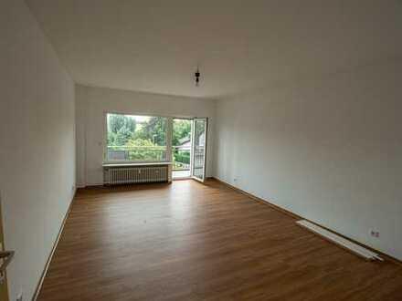 Erstbezug nach Sanierung mit EBK und Balkon: 3-Zimmer-Wohnung in Frankfurt am Main 7 Parteien Haus