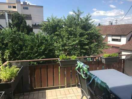 Schöne 2 Zimmer-Wohnung mit großem Balkon
