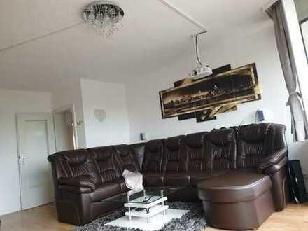 Schöne 4-Zimmer-Wohnung mit Balkon und Einbauküche in Meerbusch Lank