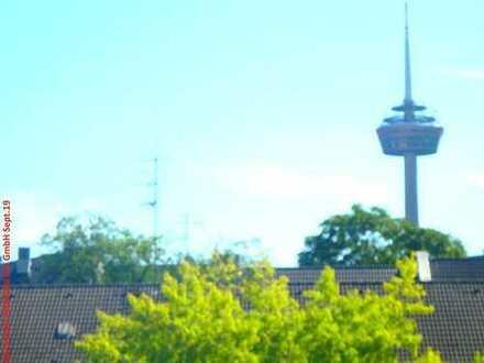 BRAVOUR-IMMOBILIEN: Freundliche 2 Zimmer Wohnung, mit neuwertiger Einbauküche, Balkon