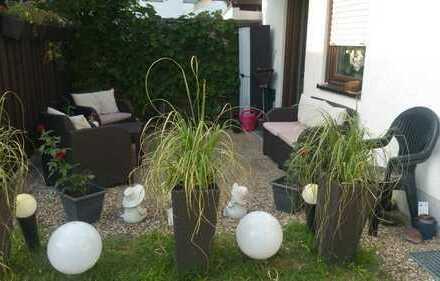 Schöne, gepflegte 2-Zimmer-EG-Wohnung mit Terrasse und EBK in Mannheimer Gartenstadt