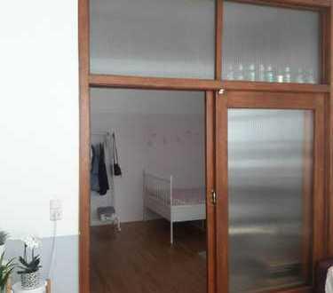 Wunderschönes Altbau-Zimmer (42qm) in Mädels WG mitten im Herzen Bambergs