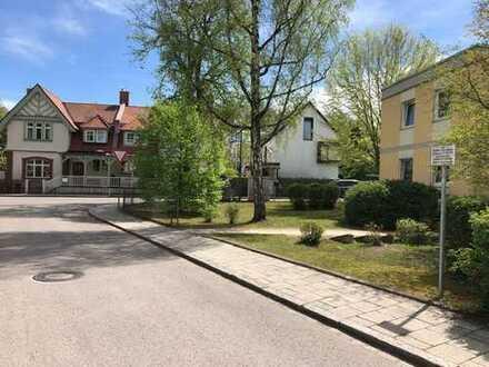 Exklusive, vollständig renovierte 4-Zimmer-Wohnung mit Balkon in Solln, München