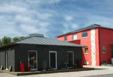 Provisionsfrei: Wohnhaus mit Anbau und großem Gartengrundstück