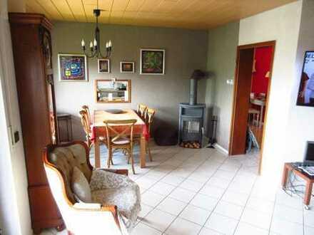 Oftersheim 3 ZKB mit Balkon, Garage in ruhiger Wohnlage und kleiner Wohneinheit