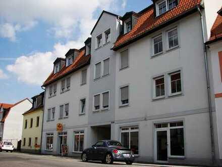 Vier Zimmer, Balkon und Stellplatz im Zentrum!