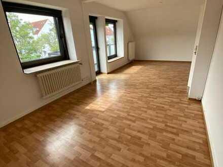 Gepflegte 3,5-Raum-DG-Wohnung mit Balkon in Ettlingen nähe Wasen