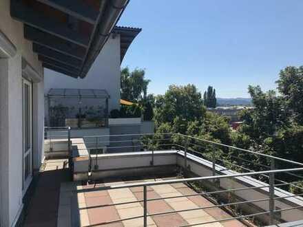 Hochwertige 2,5-Zimmer-Dachgeschosswohnung mit neuer EBK in Singen