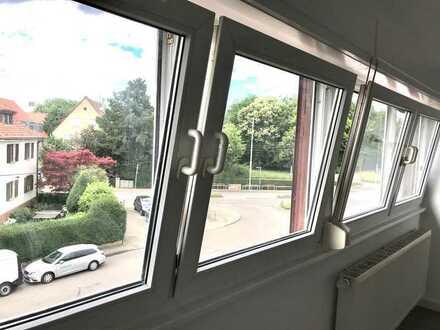 DG-Wohnung mit drei Zimmern in guter Lage in Stuttgart-Möhringen