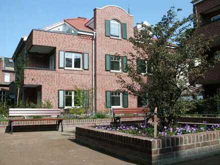 Einmalige, helle, charmante & gehobene Dachgeschosswohnung mit Dachloggia im Zentrum