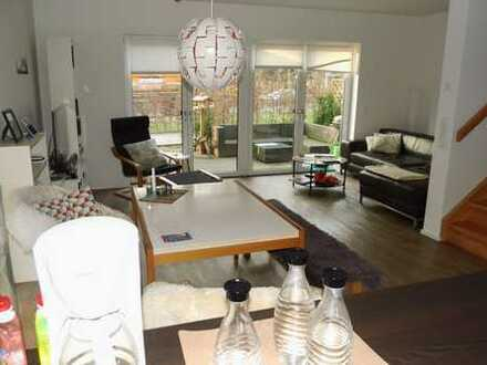 Familienfreundliches 5-Zimmer-Reihenhaus mit Garten in Groß-Borstel zu mieten!
