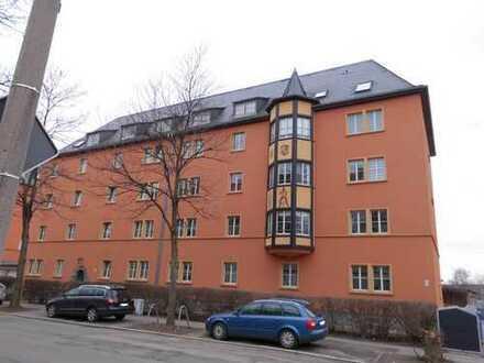 **geräumige 3-Raum Wohnung mit Wintergarten und Garage**