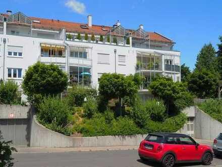 Sofort zu beziehen: 4 Zimmer-DG-Maisonette-Wohnung mit großem Balkon, unverbaubarer Aussicht, TG