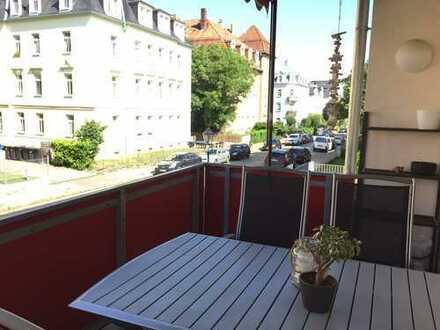 * sonnige Wohnung mit großem Balkon und Einbauküche *