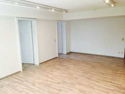 Eine gemütliche Wohnung mit 3 Zimmer und einem Zugang zu einer Terrasse