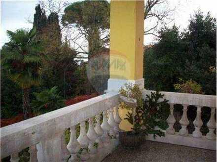 Villa-Wohnung mit Balkon in nur 100 m zum Meer