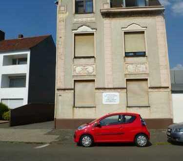 Gepflegtes 3 Familienhaus mit großer Hallenfläche in Duisburg Alt-Homberg
