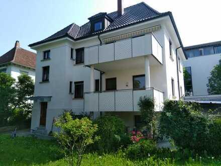 schöne 3-Zimmer Wohnung mit großem Balkon & wunderschönem Garten
