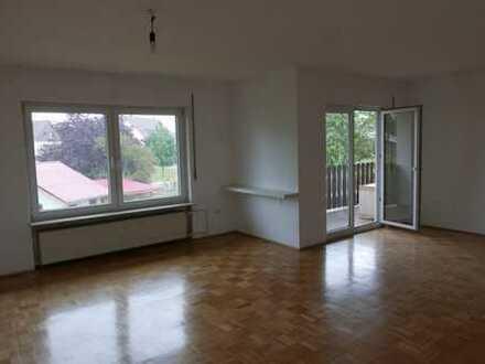Modernisierte 4,5-Zimmer-Wohnung mit Balkon und Einbauküche in Pfungstadt