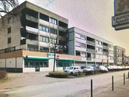 Zentral gelegene große Wohnung mit Balkon!